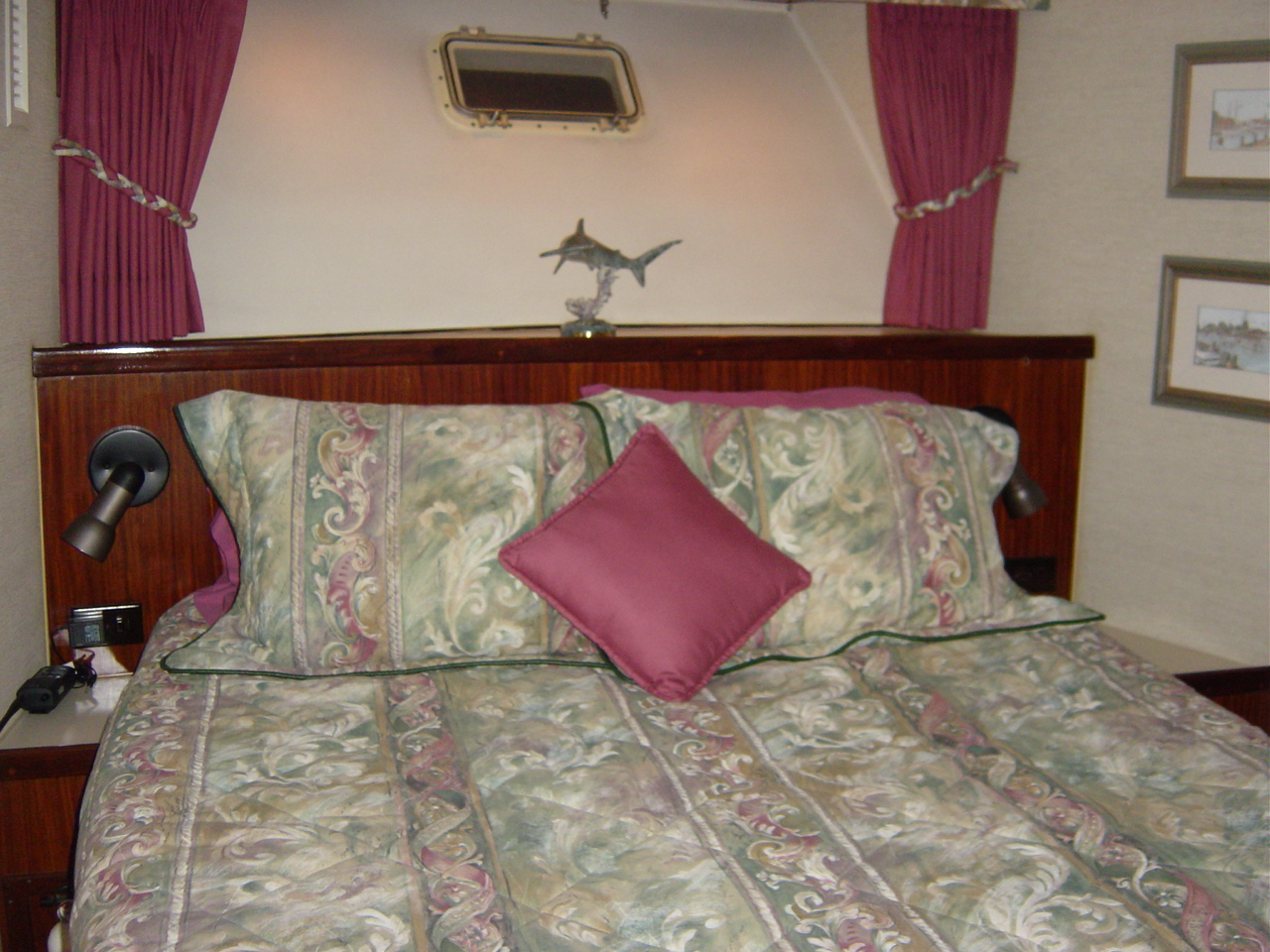 Fwd Stateroom - Queen